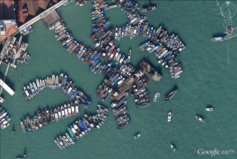 Une surprenante concentration de bateaux venise c 39 est for Terrain avec cu c est quoi