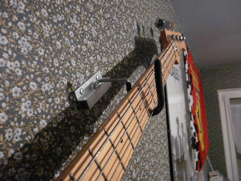 r solu accrocher sa guitare au mur horizontal audiofanzine. Black Bedroom Furniture Sets. Home Design Ideas