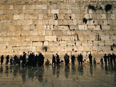 uploader by choirul anwar (ebiemz) untuk blog anak desa ujung harapan (ujung malang) kel. bahagia kec.babelan kab. Bekasi - 5 Tembok Raksasa Paling bersejarah yang pernah ada di Dunia.