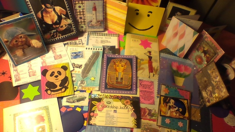 Friendship Books, swappers wanted ! ATCs, decos, fans & collections.