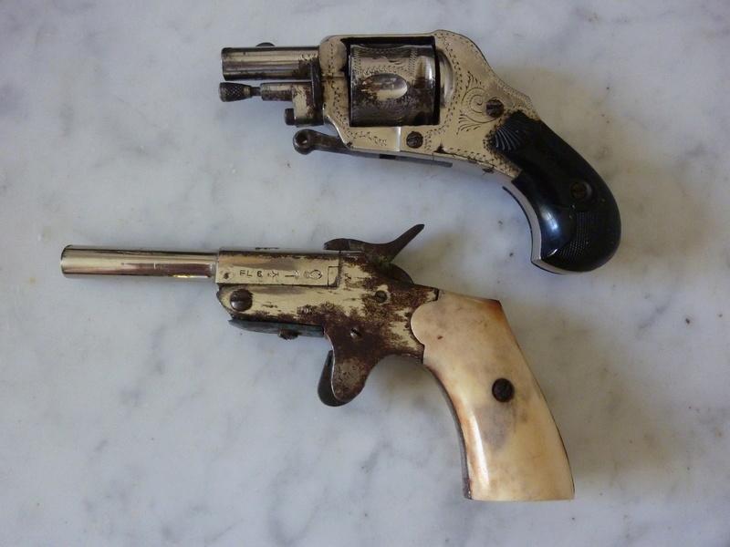 2 petits r volvers for Pistolet 6mm bosquette