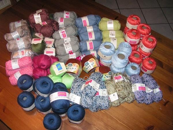 le forum du filage gros lot 110 pelotes coton pour tricot ou crochet. Black Bedroom Furniture Sets. Home Design Ideas
