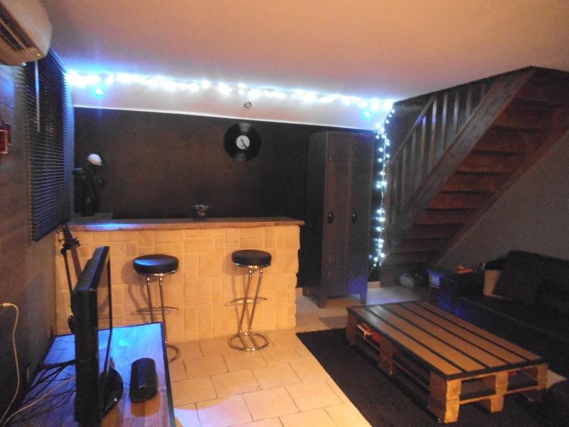 salon revisit et meuble tv termin. Black Bedroom Furniture Sets. Home Design Ideas
