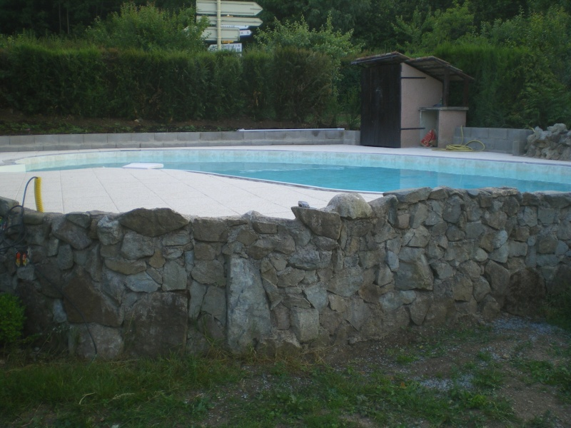 Piscine semi enterr e waterair for Piscine semi enterree beton