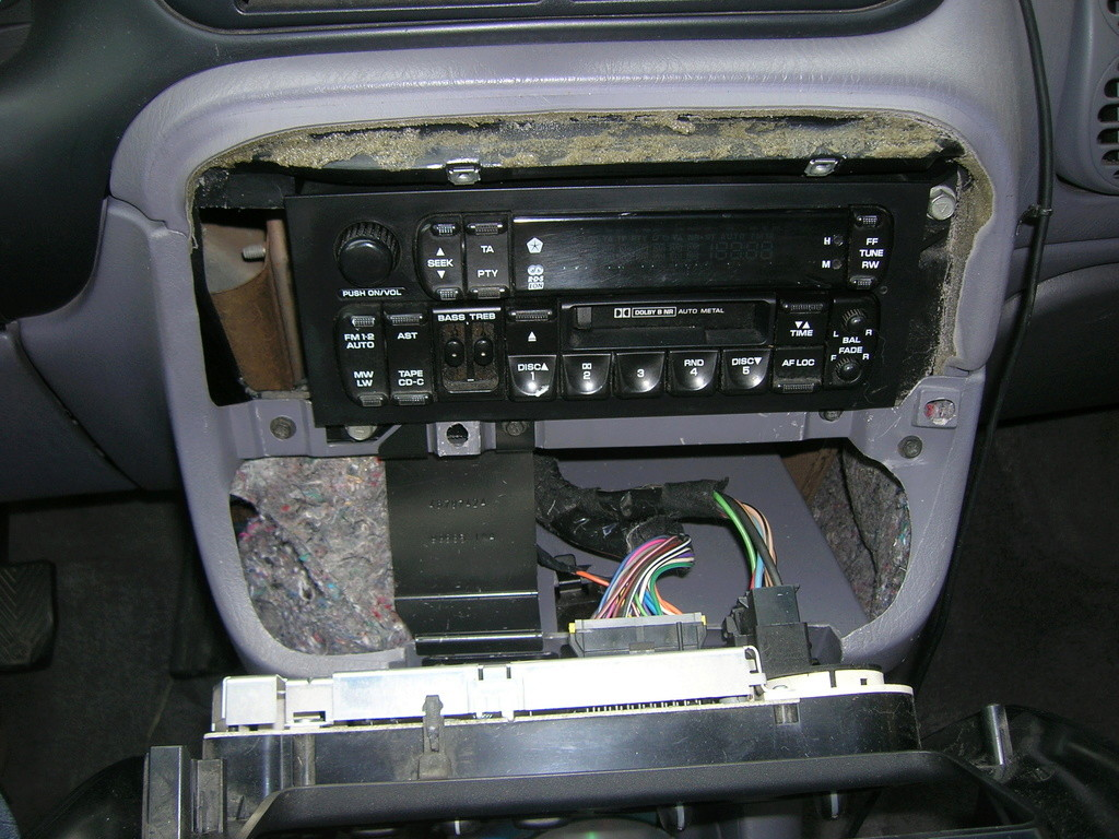 installer un chargeur 6 cd alpine chm s630 sur autoradio d 39 origine forum chrysler voyager. Black Bedroom Furniture Sets. Home Design Ideas