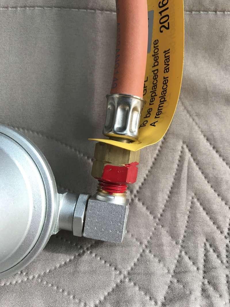 collectif t5 california afficher le sujet changement tuyau de gaz facile. Black Bedroom Furniture Sets. Home Design Ideas