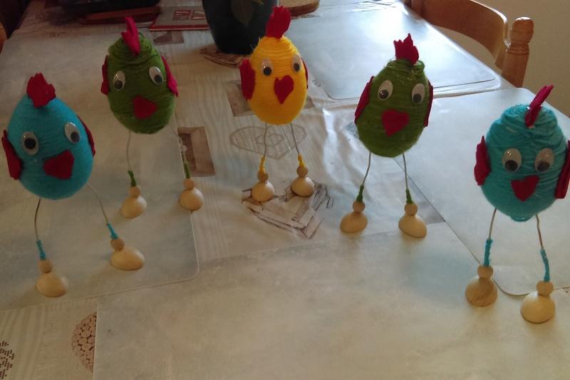 Des poules en laine dans Vie quotidienne imag0210